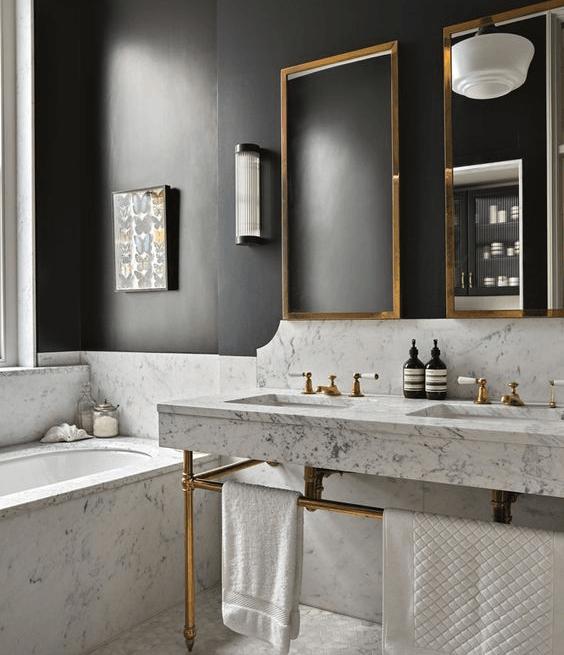 łazienka w stylu klasycznej elegancji modern z lampą wiszącą