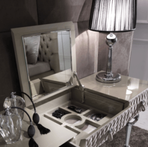 konsola i lampa stołowa - styl glamour