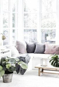 siedzisko przy oknie styl skandynawski