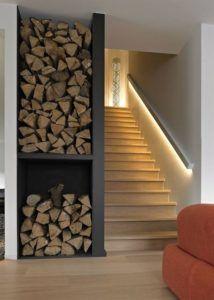 podświetlana poręcz na schodach w domu