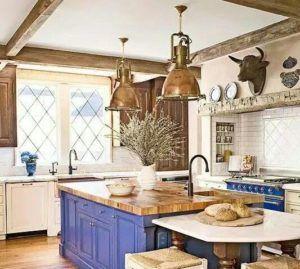 rustykalna kuchnia mosiężne lampy