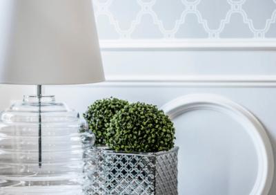Elegancki dodatek do salonu - pomysły na lampy stołowe