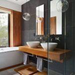 łazienka szarość drewno