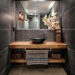szara drewniana łazienka