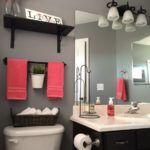 szara łazienka z kolorem