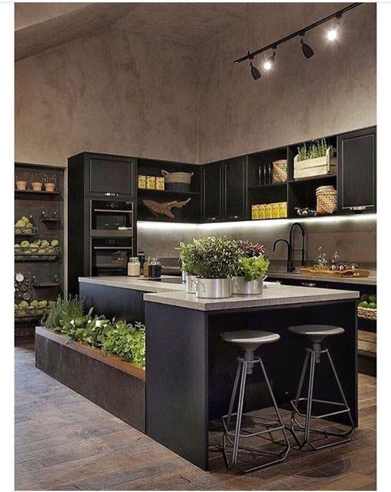 podłużna czarna lampa sufitowa do kuchni z reflektorami