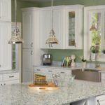 srebrna lampa industrialna w kuchni