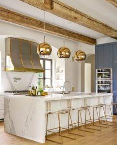 złote lampy wiszące do kuchni - szklane złote kule