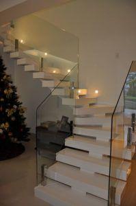 ścienne oświetlenie schodów