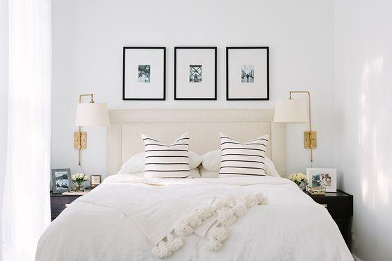 złoty kinkiet do sypialni, z abażurem