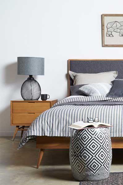 oświetlenie do sypialni vintage, rustykalnej, kolonialnej. lampa stołowa