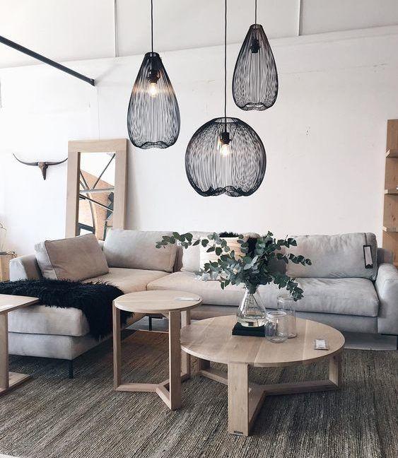 czarna lampa ażurowa metalowa - aranżacja salon scandi