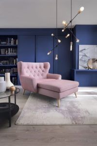 salon w stylu nowoczesnym, nowoczesny żyrandol - aranżacja