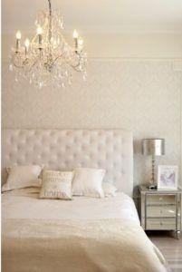 sypialnia glamour żyrandol z kryształkami - aranżacja