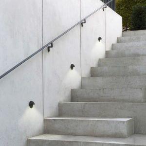 zewnętrzne oświetlenie schodów w domu