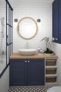 2 - lampy do łazienki z niebieskimi meblami