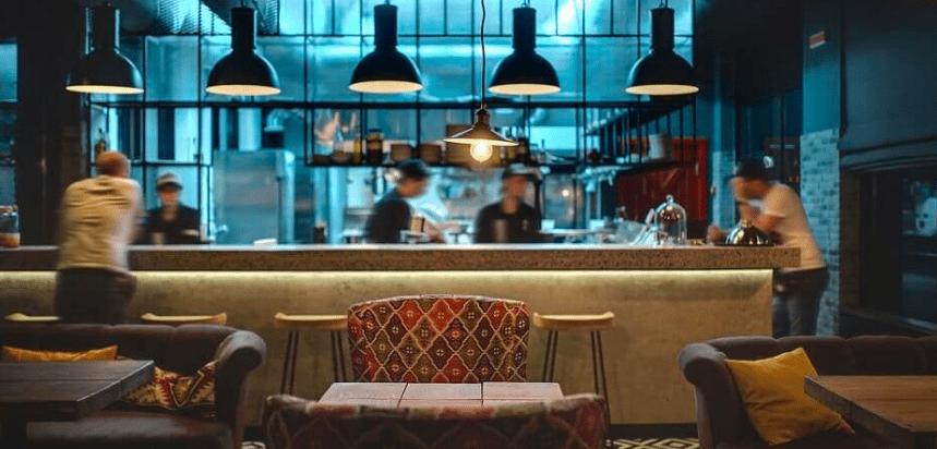 oświetlenie do restauracji wiszące lampy industrialne