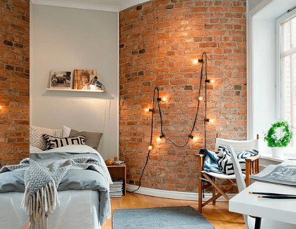 ściana z cegły w sypialni lampy