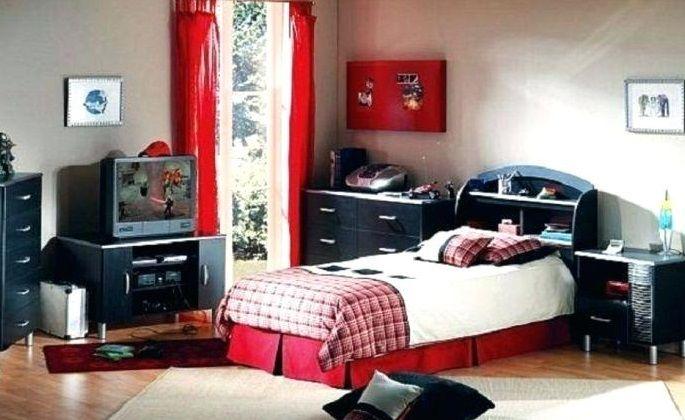 pokój dziecięcy z czerwonymi dodatkami