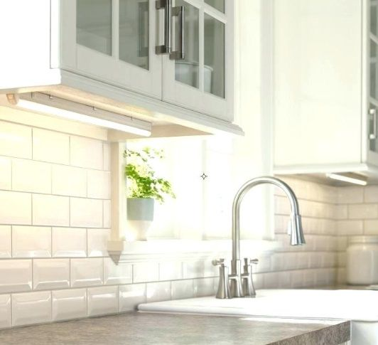 taśma-aluminiowa-led-w-kuchni-pod-szafkami
