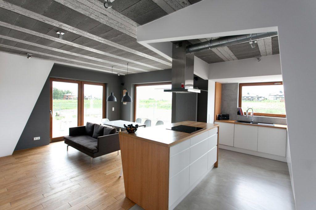 4-szare-skandynawskie-lampy-wiszące-nad-stołem