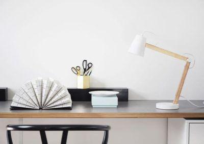 Jaką lampkę biurkową wybrać do zabawy i nauki?