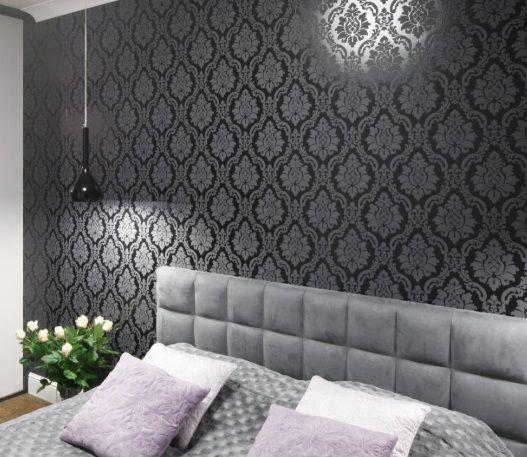 oświetlenie na ścianę z tapetą w sypialni