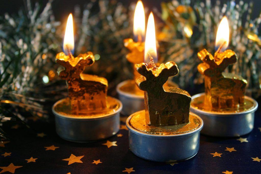 lampiony i świeczki do domu jako dodatki