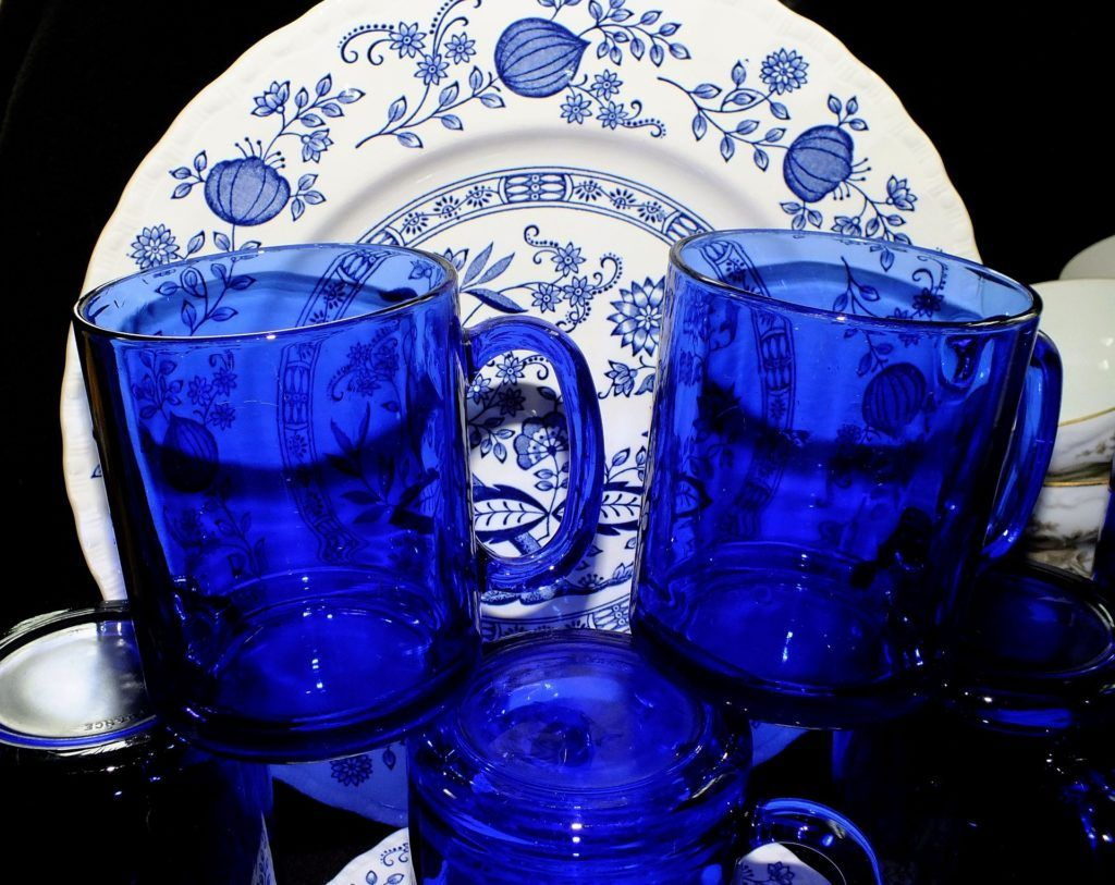 niebieskie kobaltowe dodatki do domu