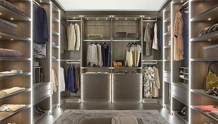 Oświetlenie i meble do garderoby - jak ją zaprojektować?