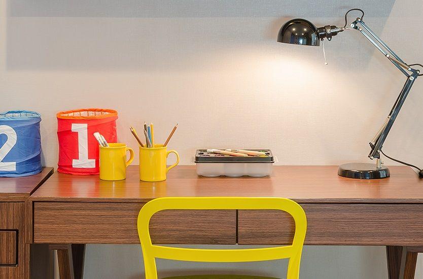lampka biurkowa na biurko chłopca