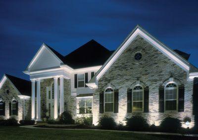 Jaką barwę światła wybrać na zewnątrz - oświetlenie ogrodu i ścian budynków