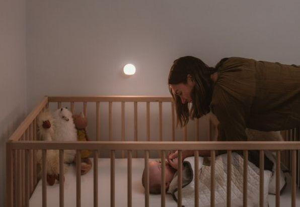 lampka nocna led dla niemowlaka nad łóżko