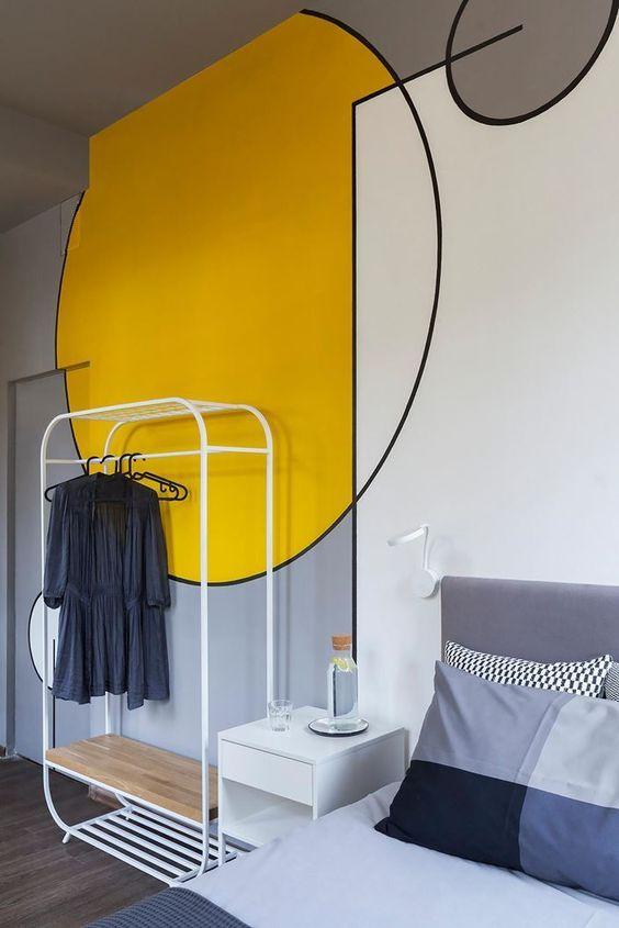 geometryczna ściana żółty szary kolor