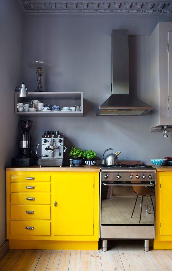nowoczesna żółta kuchnia