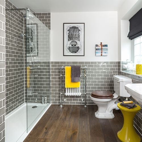 szara łazienka żółte dodatki