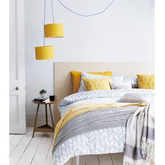 szaro-żółta sypialnia