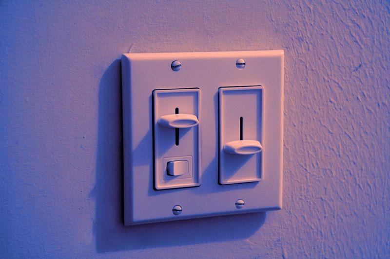 regulacja ściemniacza oświetlenia
