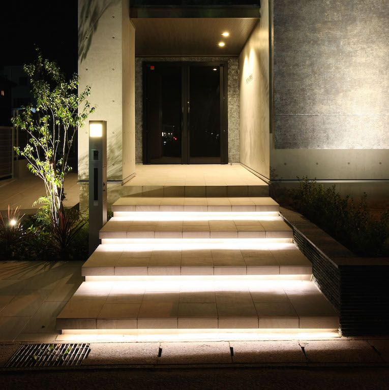 oświetlenie schodów wejściowych