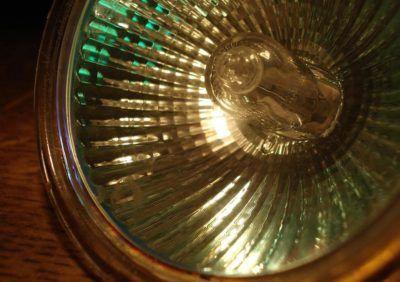 Żarówki halogenowe – charakterystyka, budowa, wady i zalety