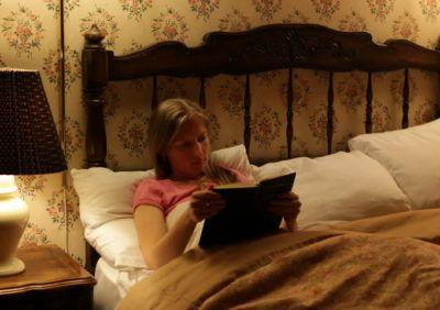 Jakie jest optymalne natężenie oświetlenia przy pisaniu i czytaniu?