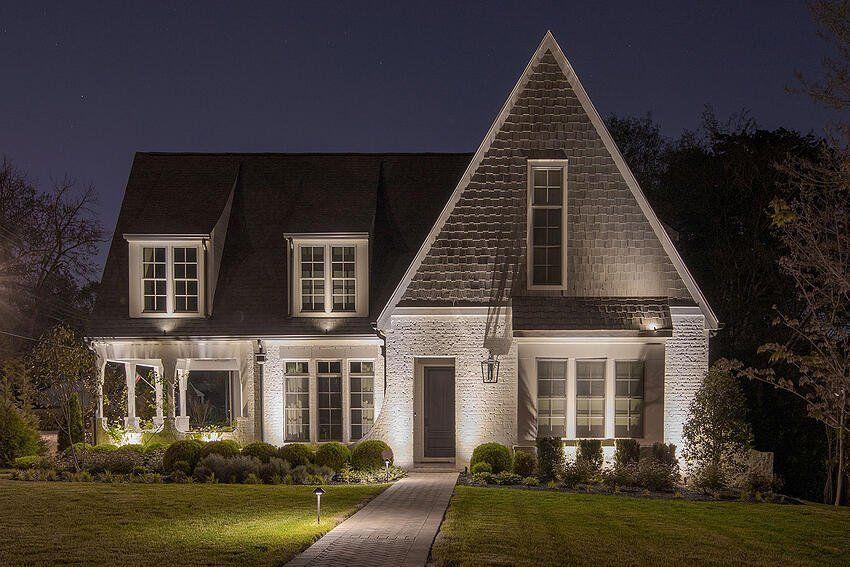 Podświetlenie domu i dachu od dołu