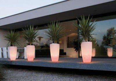 Podświetlane donice do ogrodu i na taras. Ozdoba i funkcjonalność?