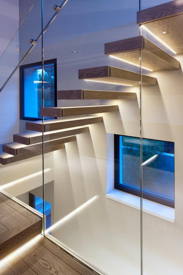 oświetlenie schodów na antresolę
