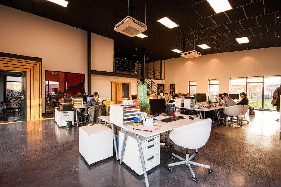 oświetlenie biura a bhp