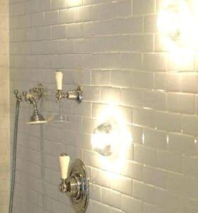 kinkiet pod prysznic w łazience