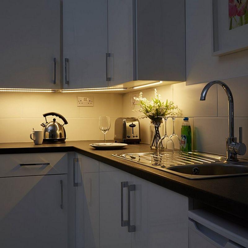Listwa LED jako oświetlenie blatu w kuchni