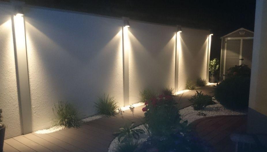 oświetlenie murowanego ogrodzenia