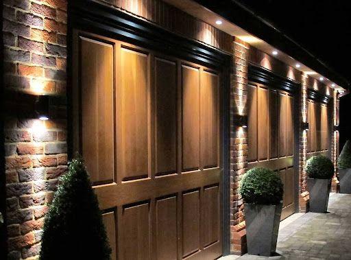 Zewnętrzne oświetlenie garażu - jaka lampa nad bramę garażową?