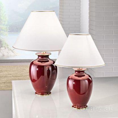 lampa stołowa z bordową podstawą - aranżacja